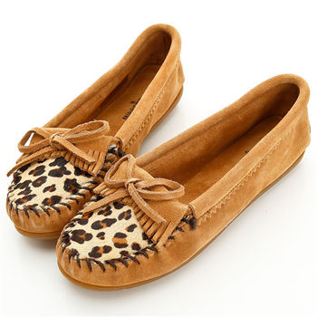 MINNETONKA 沙棕色麂皮豹紋莫卡辛 女鞋-347F