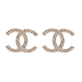 CHANEL 香奈兒經典菱格紋雙C LOGO造型針式耳環(金)