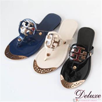 【Deluxe】漆皮鑲雕花金屬飾扣舒適夾腳涼鞋(三色)