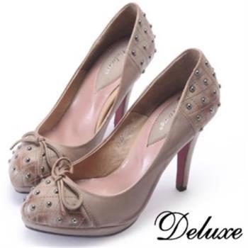 【Deluxe】真皮混搭鉚釘圓楦頭高跟包鞋(咖)