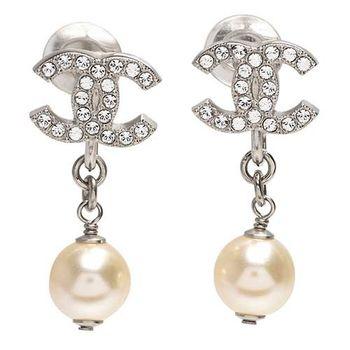 CHANEL 香奈兒經典CC LOGO水鑽鑲嵌珍珠吊飾夾式耳環(黑銀)