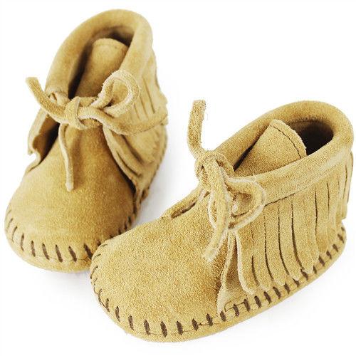 MINNETONKA 卡其色一體成形流蘇繫帶莫卡辛 嬰兒短靴