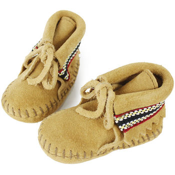 MINNETONKA 卡其色一體成形麂皮民族刺繡莫卡辛 嬰兒鞋