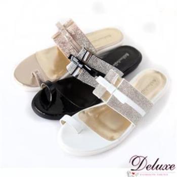 【Deluxe】寬板亮色皮革水鑽平底夾腳涼鞋(白/金/黑)