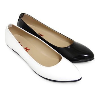【Pretty】經典風範極簡漆皮尖頭低跟鞋-白色、黑亮