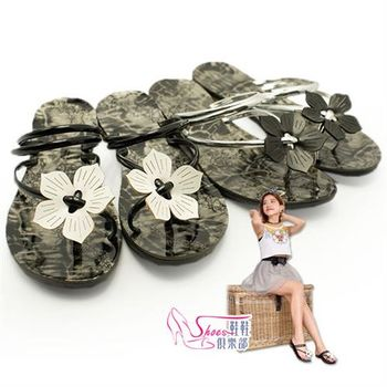 【ShoesClub】【054-1215】摩登細帶花朵飾圖騰夾腳套趾拖鞋.2色 黑/銀