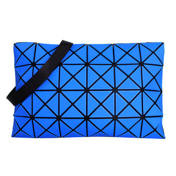 ISSEY MIYAKE BAOBAO幾何方格4x6斜背包/藍(霧面)大格