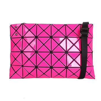 ISSEY MIYAKE BAOBAO幾何方格4x6斜背包/粉紅(亮面)小