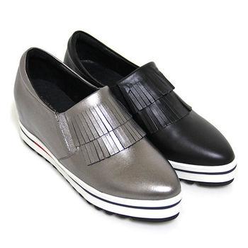 【GREEN PHOENIX】BIS-VITAL 層次流蘇小羊皮套入式內增高尖頭休閒鞋-鐵灰色、黑色