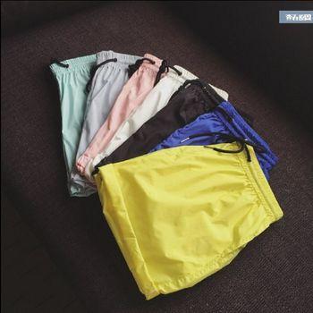 【協貿國際】男士沙灘褲寬鬆速乾跑步運動短褲純色休閒褲單件