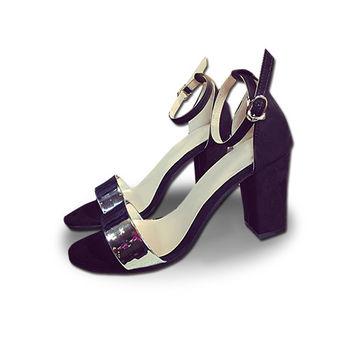 。DearBaby。時尚雷射光澤一字寬帶粗跟涼鞋(共兩色)*預購