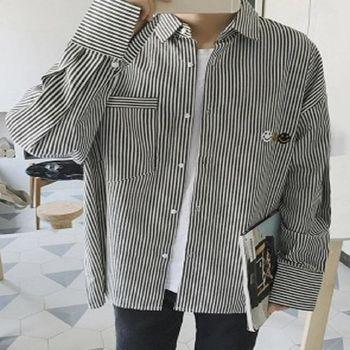 【協貿國際】日系豎條紋男士笑臉襯衫單件