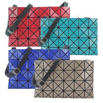 ISSEY MIYAKE 三宅一生BAOBAO 幾何方格亮面4x6小斜背包(紅)