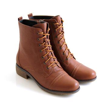 【GREEN PHOENIX】全真皮素面綁帶側拉鍊短筒軍靴-棕色