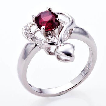 Dolly 嬌艷尖晶石美鑽戒
