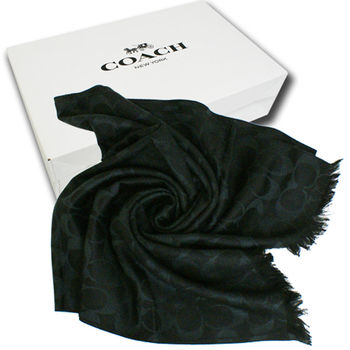 【COACH】經典COACH LOGO 羊毛混桑蠶絲流蘇圍巾披巾(黑)