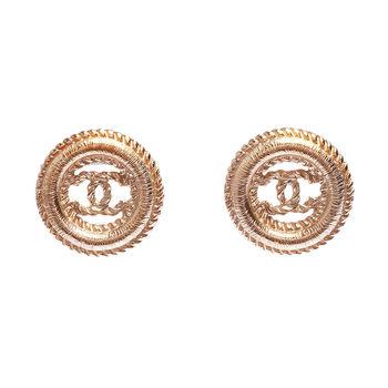 CHANEL 香奈兒經典麥穗壓紋鏤空雙C LOGO圓型滾邊穿式耳環(金)