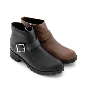 【Pretty】魅力首選皮帶釦環復古質感拉鍊短靴-黑色、咖啡色