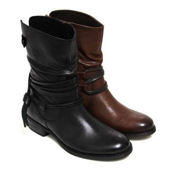 【GREEN PHOENIX】經典騎士風皮繩繞踝抓皺手染皮革中筒靴-黑色、咖啡色