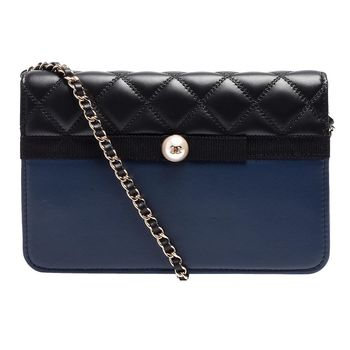 CHANEL 經典珍珠小香LOGO縫線菱格雙色小羊皮WOC三用金鍊包(藍X黑)