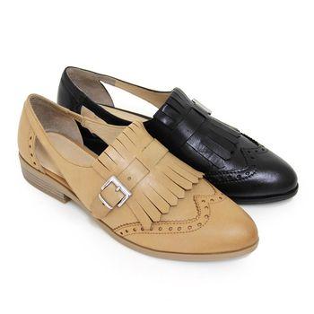 【GREEN PHOENIX】流蘇鐳射雕花鏤空金屬扣臘感牛皮平底牛津鞋-淺棕色、黑色