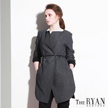 【韓國THE RYAN】 都會風尚雙色織風衣外套-女(米/黑)
