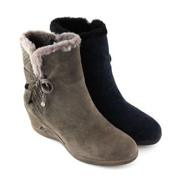 【GREEN PHOENIX】暖心綁帶蝴蝶結垂墜金屬舖毛牛麂皮楔型雪靴-藍色、芋色