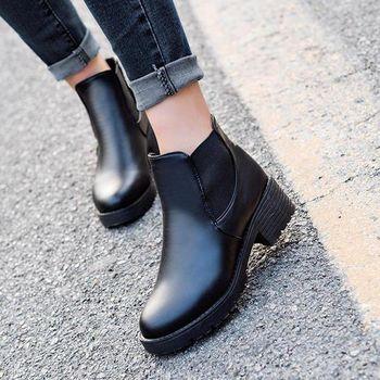 。DearBaby。簡約時尚風 側邊造型圓頭短靴-黑色(預購)