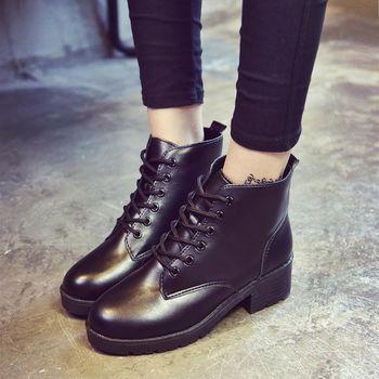。DearBaby。經典學院風 時尚綁帶圓頭粗跟軍靴-黑色(預購)