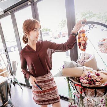 *MurMur~*韓國空運。知性美人垂墜修飾感V領長袖上衣-(預購)