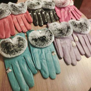 ArFFi 艾菲 韓系東大門名媛花鑽系兔毛奢華綿羊皮手套-甜粉花鑽
