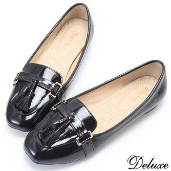 【Deluxe】素色優雅金屬扣繫帶流蘇粗跟包鞋(黑)