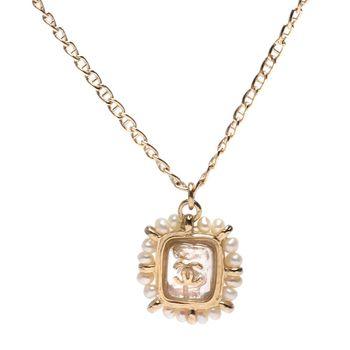 CHANEL 香奈兒經典雙C LOGO珍珠飾邊方形吊飾項鍊(金)