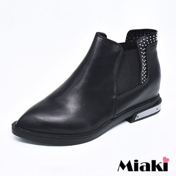 【Miaki】踝短靴英倫切爾西後鉚釘尖頭低跟包鞋 (黑色)
