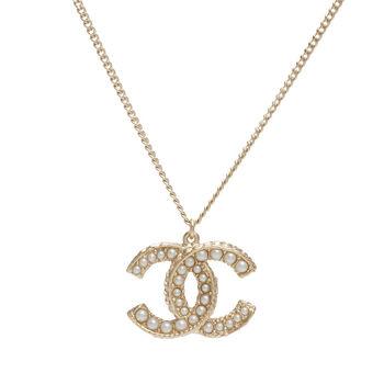 CHANEL 香奈兒經典雙C LOGO滾邊設計大小珍珠鑲嵌墜飾項鍊(金)