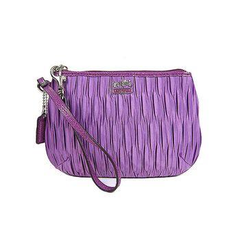 COACH 皺摺尼龍圓弧大手拿包(紫)