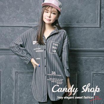 Candy 小鋪    修身字母條紋襯衫長版上衣(灰色/黑色)-0097885