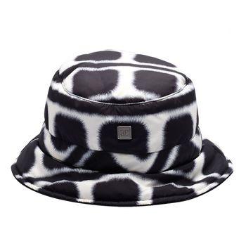 CHANEL SPORT系列質感尼龍方型絨毛圖案雙面漁夫帽(黑X白)