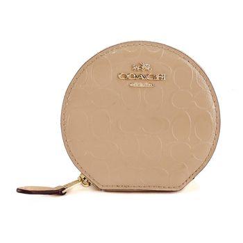 COACH 馬車C LOGO 浮雕漆皮半月零錢包(淺駝)