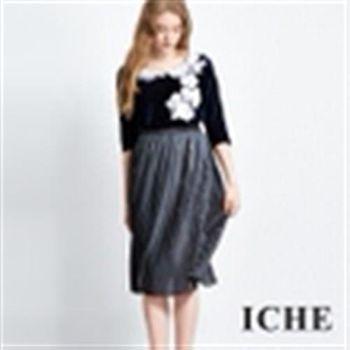 【ICHE 衣哲】荷葉領花朵絲絨拼接上衣