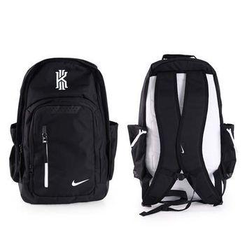 【NIKE】KYRIE籃球後背包-雙肩包 肩背包 騎士隊 厄文 黑白