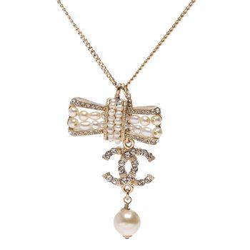 CHANEL 香奈兒經典雙C LOGO蝴蝶結水鑽鑲嵌珍珠吊飾項鍊(金)