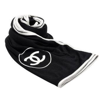 CHANEL 經典雙C LOGO素面白色邊飾羊絨真絲披肩/圍巾(黑X白)