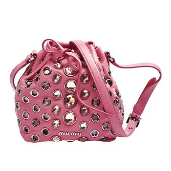 MIU MIU NAPPA VELE系列羊皮金屬飾釘X寶石裝飾肩背水桶包(粉紅)RT0559-GERANIO