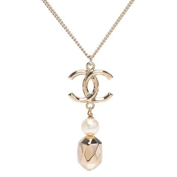 CHANEL 經典雙C LOGO珍珠墜飾造型項鍊(金)