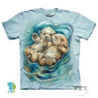 【摩達客】(預購)美國進口The Mountain 恩愛水獺 純棉環保短袖T恤