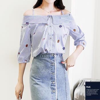 SCL T1739 清新時尚小露肩印花條紋一字領上衣襯衫