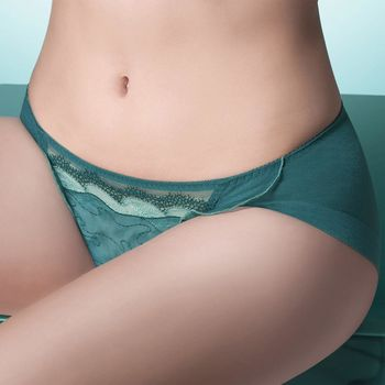 任-【華歌爾】伊珊露絲深V摩登時尚 M-LL 低腰三角褲(碧湖綠)