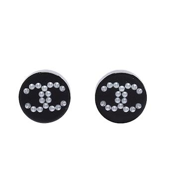 CHANEL 香奈兒壓克力圓牌珍珠排列雙C LOGO穿式耳環(黑)