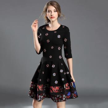 【Jisen】花漾甜心貼繡五分袖洋裝